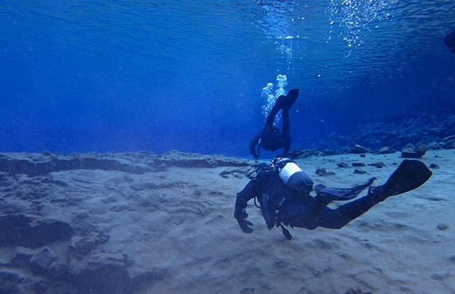 Faille Silfra plongeurs (Photo Heidi Lafeuil)
